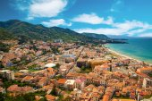 Cefalu residential district near the sea — Stock Photo