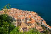 Cefalu old town with Duomo cathedral — Stock Photo