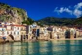 Cozy old houses in the port of Cefalu — Stock fotografie