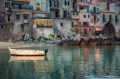 Old small boat in the harbor of Cefalu — Stock Photo