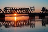 Bro vid soluppgången — Stockfoto