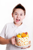 Boy with citrus fruits — Stock fotografie