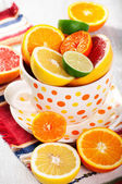 Big cup with fresh citrus fruits — Stock Photo