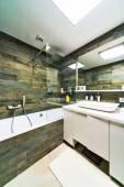 室内设计。大浴室的豪宅 — 图库照片
