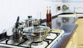 Кухонные плиты с кастрюли — Стоковое фото