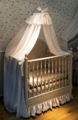 Empty nursery room with  crib — Stockfoto