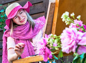 Fashion woman is painting. Open air session — Stock Photo