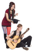 Buskers play and sing on guitar — Stock Photo
