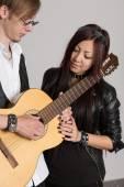 Músicos tocando guitarra — Foto Stock