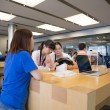 Постер, плакат: Apple store in Hong Kong
