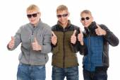 Friends with raised thumbs — Foto Stock