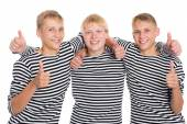 Smiling guys with raised thumbs — Foto Stock