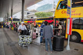 People at the bus stop airport, Hong Kong — Stock Photo