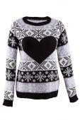 白い背景で隔離の心と女性ニットのセーター — ストック写真