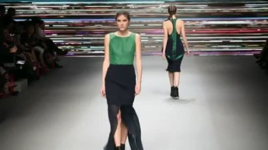 Fashion model on catwalk — Stock Video