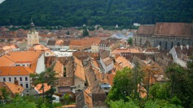Historic city center in Brasov (Kronstadt). Transylvania, Romania — Stock Video