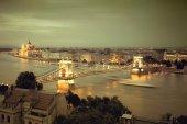 Budapest, Hungary. Chain Bridge and the Parliament — Stock Photo