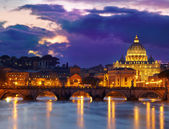 Basilica St. Peter in Rome, Italy. Night view after sunset — Stock Photo