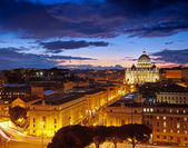 Rome, Italy. St. Peter's cathedral after sunset — Stock fotografie