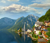 Hallstatt  village and alpine lake in morning lights. Austrian — Stock Photo