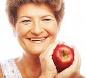 Mature smiling woman with apple — Foto de Stock