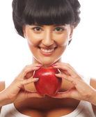 Vacker kvinna med rött äpple — Stockfoto
