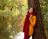 Young smiling woman in autumn park — Stock Photo
