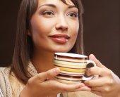 Beautiful woman drinking coffee — Stock Photo