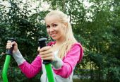 Young sporty woman outdoor — Stock Photo
