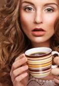 Hermosa mujer tomando café — Foto de Stock