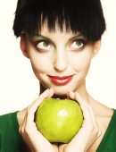 Cute woman holding green apple — Stock Photo