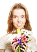 年轻漂亮的女人和花 — 图库照片