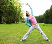 Fitness woman on green park — Stock Photo