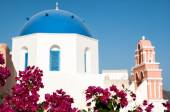 Iconic blue domed church in Fira, Santorini — Stockfoto