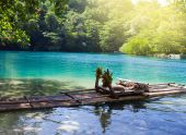 Raft on the bank of the Blue lagoon, Jamaica — Stock Photo