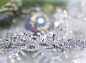 Decorative New Year's background - tinsel and a ball out of focus — Stock Photo