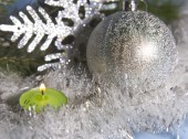Silvery New Year's ball and candle — Stock Photo