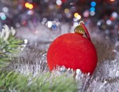 Red New Year's ball , small depth of sharpness — Foto Stock