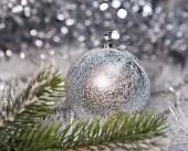 锋利的小景深银色新年球 — 图库照片