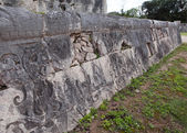 Chichen Itza . Fragment of a wall of a pyramid with an ancient ornament. Yucatan, Mexico — Stock Photo