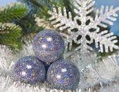New Year's ball and decorative snowflake — ストック写真