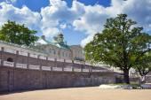 Russia. Petersburg. Oranienbaum (Lomonosov). lower park. Big Menshikovsky palace. — Stock Photo