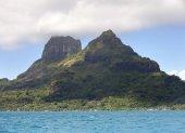 View on mountain Otemanu. Polynesia. — Stock Photo