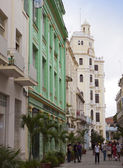 A crowd of people visit old city streets on January  27, 2013 in Havana, Cuba — Stock Photo