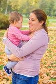 Outono de família feliz — Fotografia Stock
