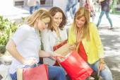 Happy Shopping Female Friends Buying Outdoor — Stock Photo