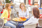 Three Young Women have Coffee Break — Stock Photo