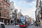 LONDON -AUGUST 4:Typical double decker buses in The Picadilly St — Stock Photo