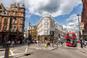 LONDON -AUGUST 4:Typical double decker buses in Shaftesbury Ave — Stock Photo