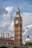 LONDON, UNITED KINGDOM - AUGUST 4: The Elizabeth Tower on August — Stock Photo